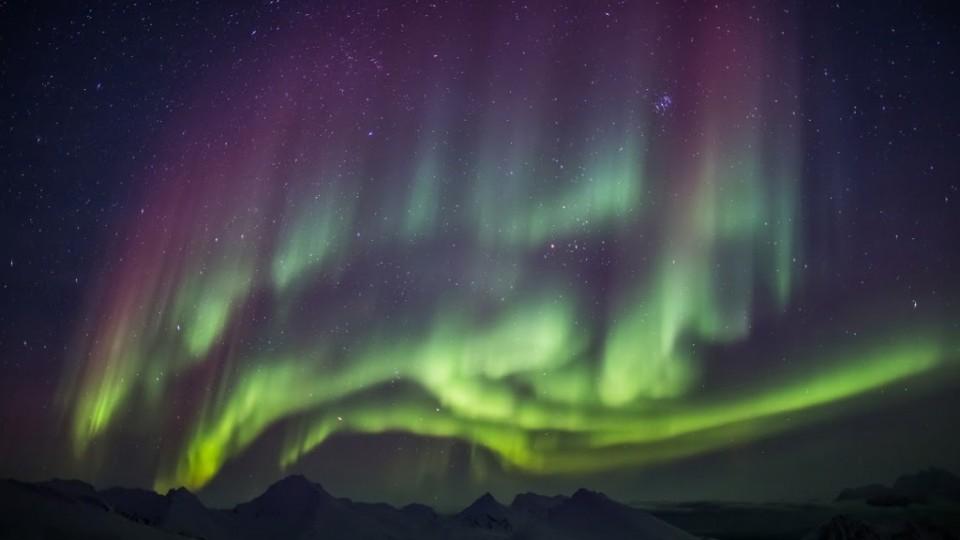Aurora boreale alle Svalbard