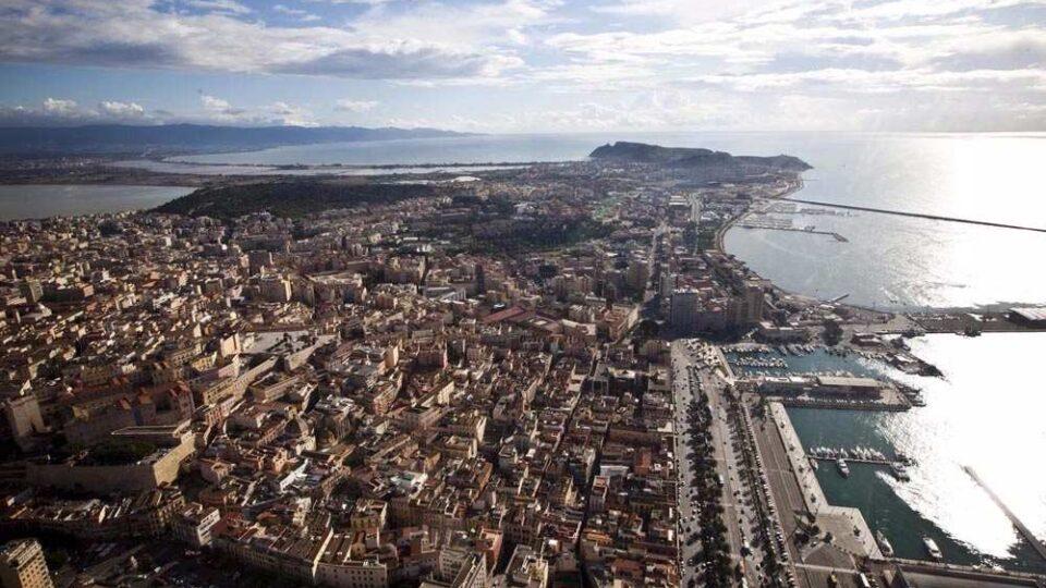 Cagliari con la sella del diavolo in lontananza