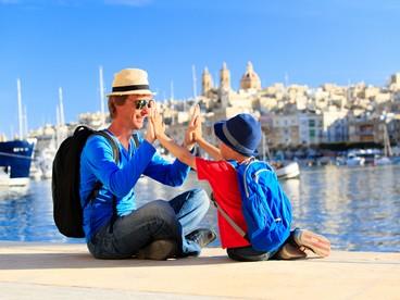 Genitore single con bambino in vacanza