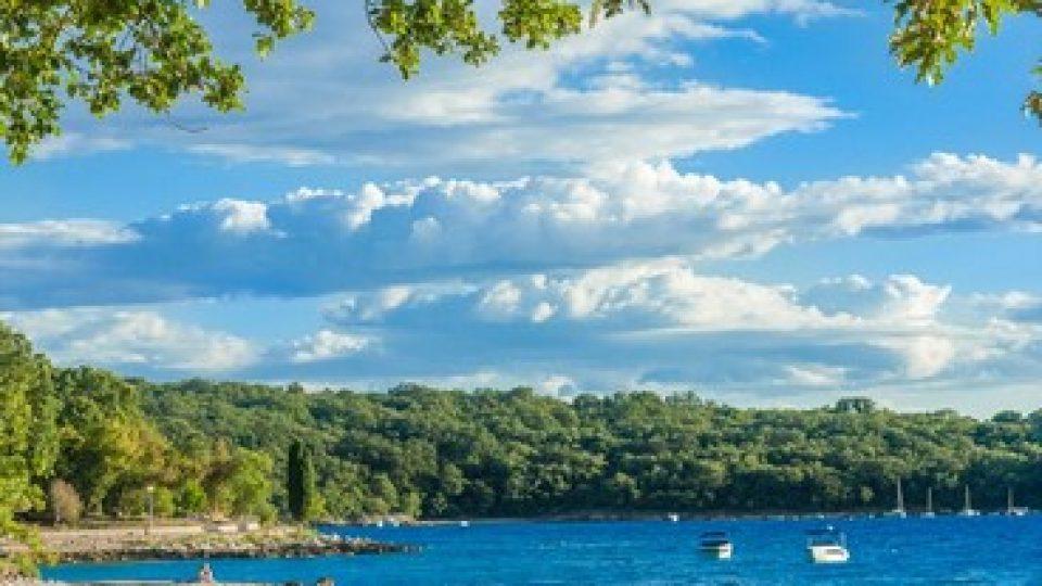Krk, spiaggia tra Njivice e Malinska