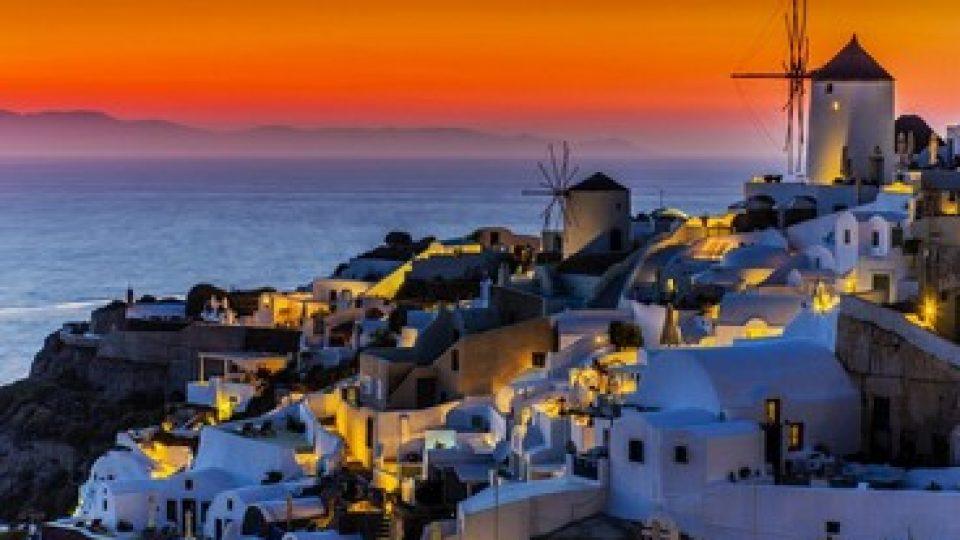 Romantico tramonto a Santorini