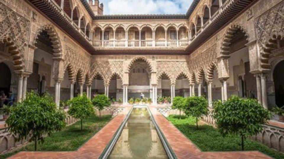Patio dell'Alcazar Reale a Siviglia