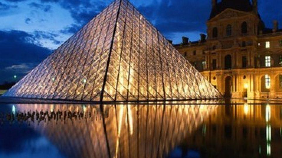 Louvre di notte: la Piramide