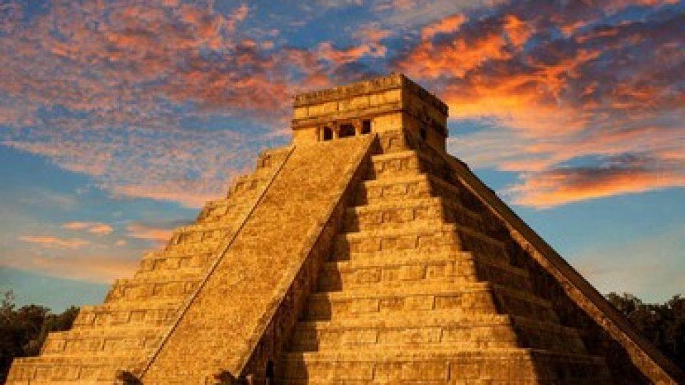 Tramonto sulle antichità del Messico