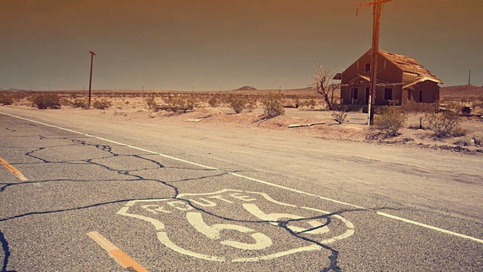Iconico tratto della Route 66 in California