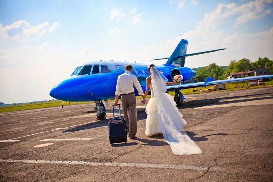 Freschi sposi in viaggio di nozze