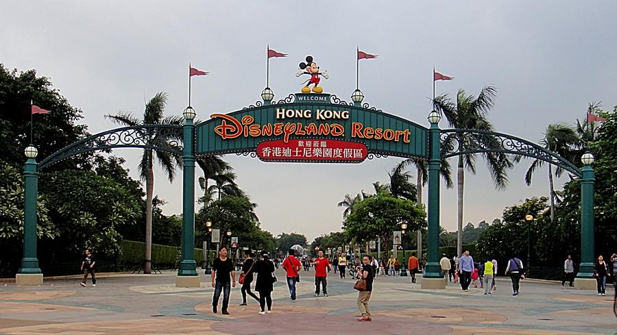Ingresso dell'Hong Kong Disneyland - ph HK Arun - Creative Commons Attribuzione-Condividi allo stesso modo 3.0 Unported