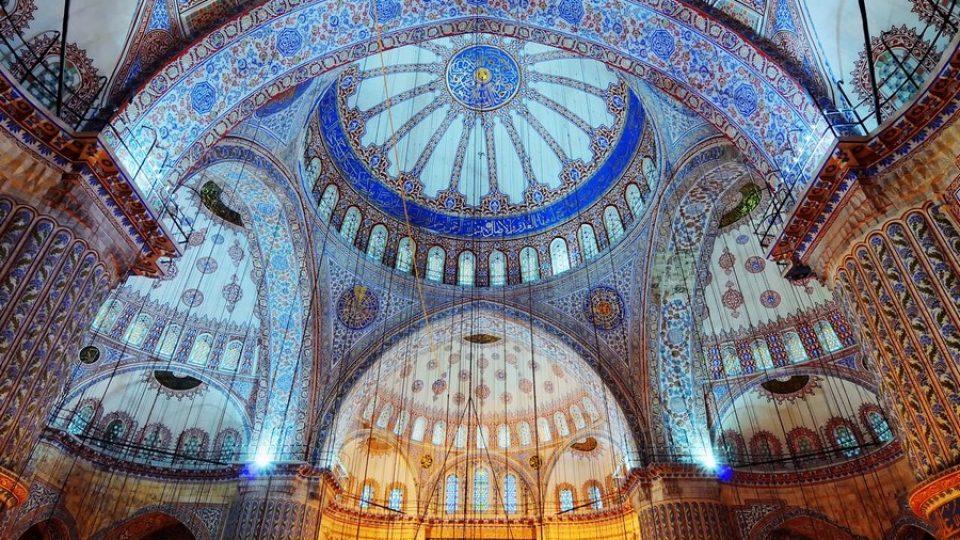 Interni della Moschea Blu di Istanbul