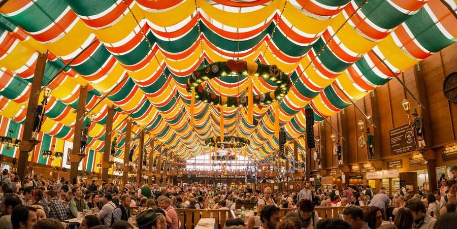 Un tendone dell'Oktoberfest