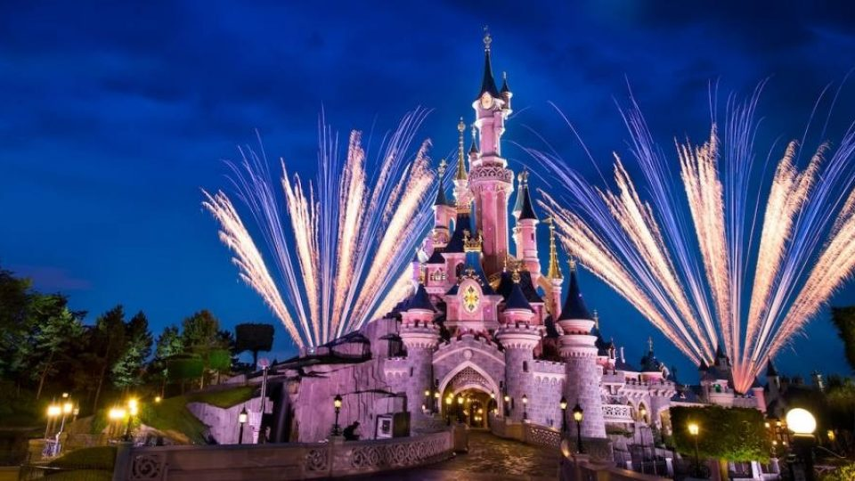 Disneyland Paris: fuochi d'artificio sul castello