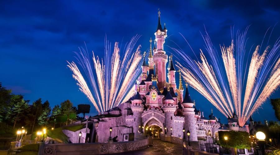 Disneyland Paris: fuochi d'artificio sul castello
