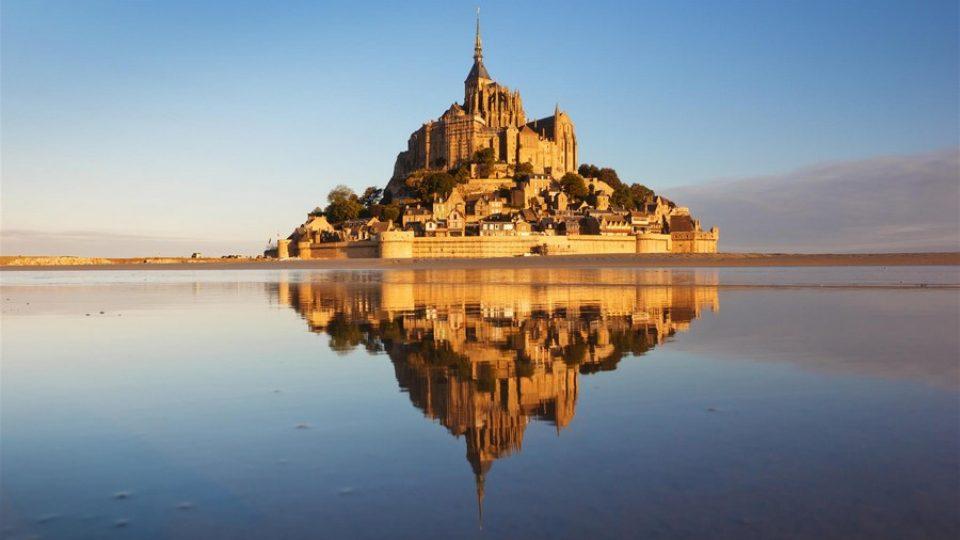 Mont Saint Michel con l'alta marea