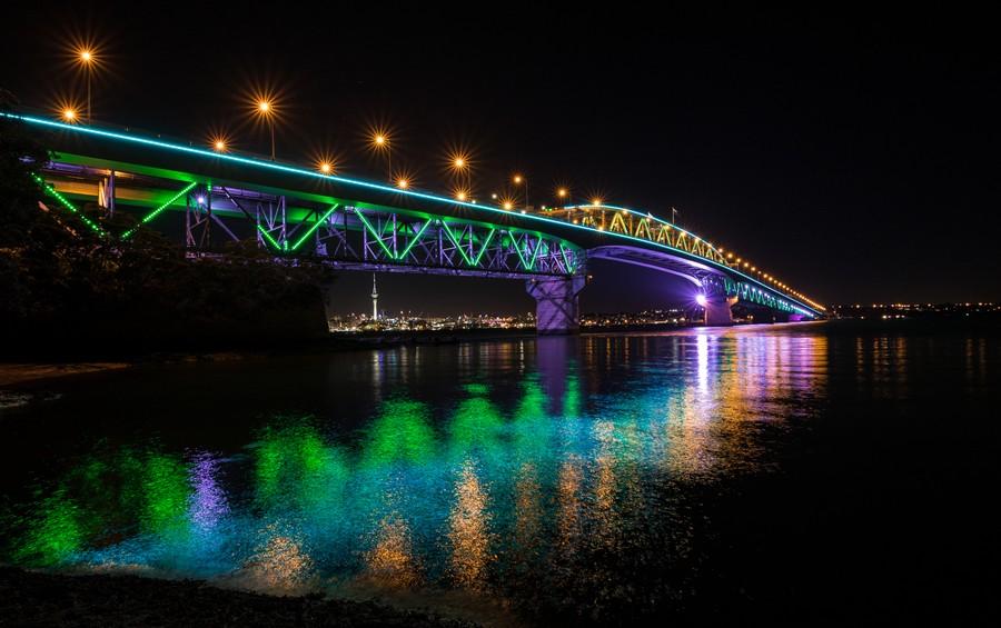 Auckland, Harbour Bridge illuminato