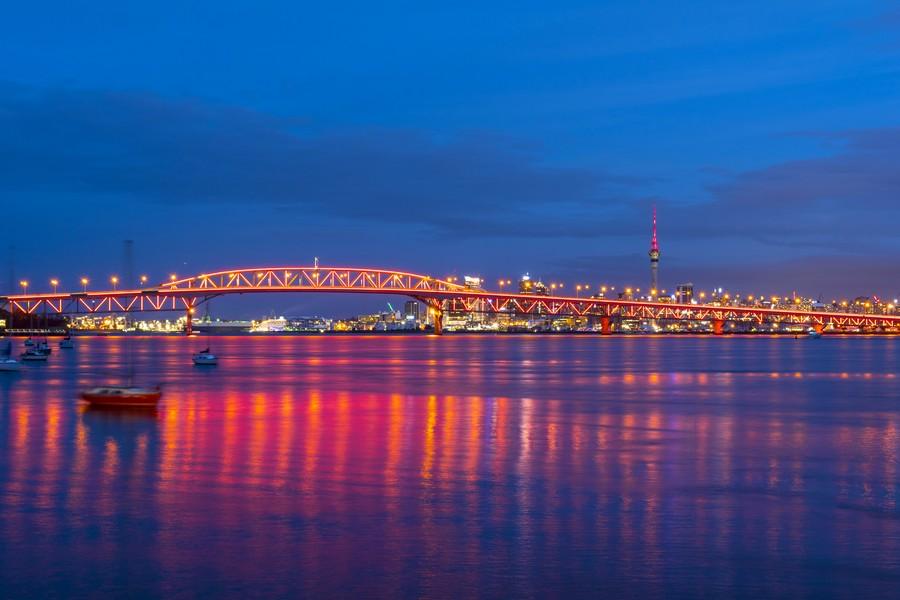 Harbour Bridge e skyline di Auckland