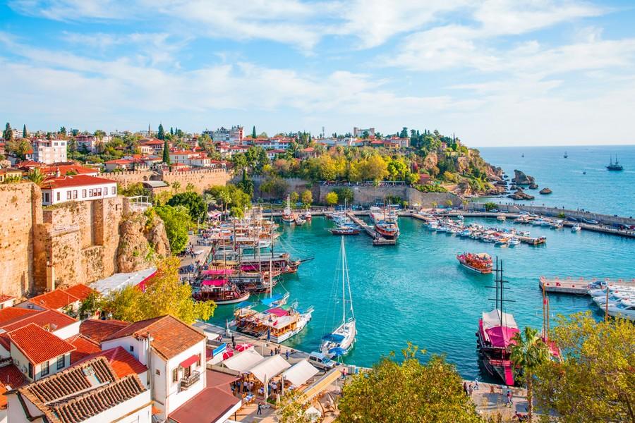 Porto e quartiere Kaleici di Antalya