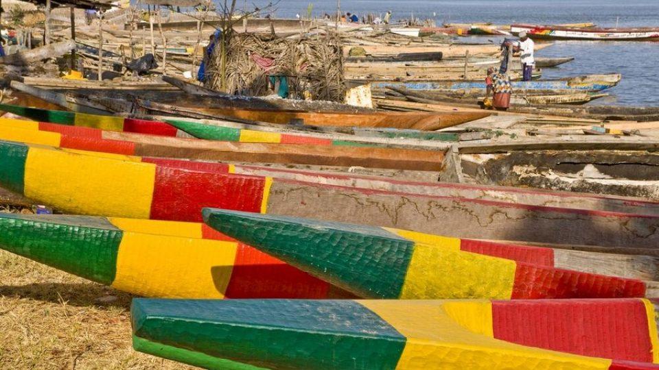 Barche colorate sulle coste del Senegal