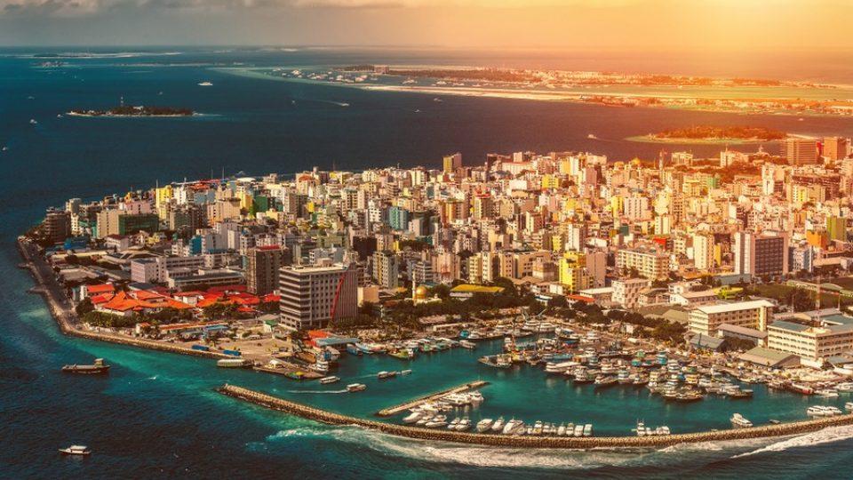 Tramonto su Malé, capitale delle Maldive