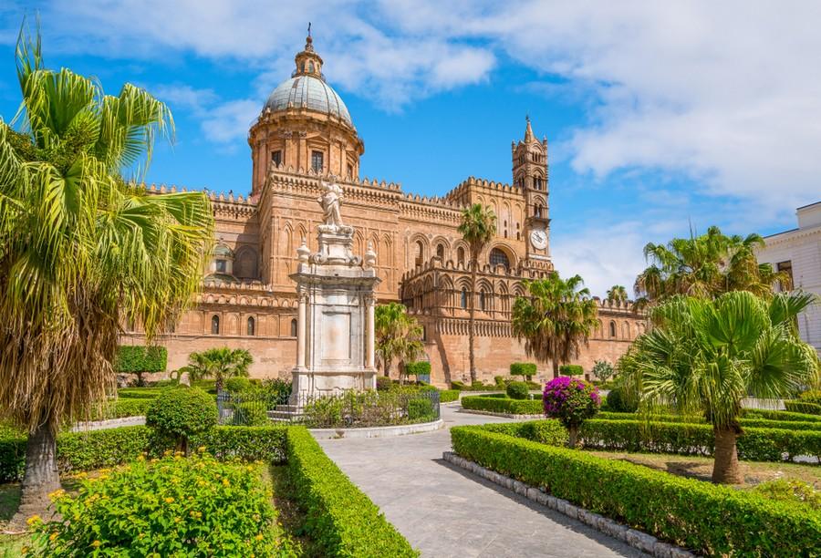 Cattedrale di Palermo e statuta di Santa Rosalia