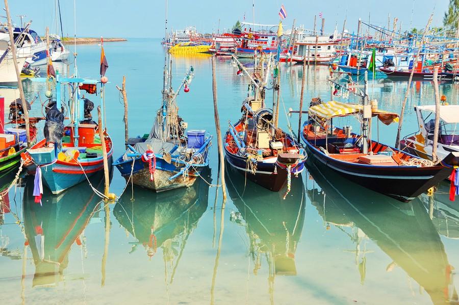 Barche attraccate al molo di Fisherman's Village a Koh Samui