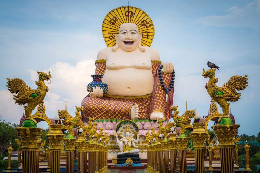 Il Buddha cinese sorridente a Koh Samui