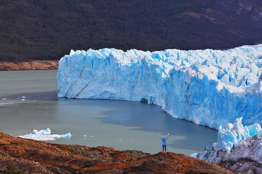 Una viaggiatrice al cospetto del Perito Moreno