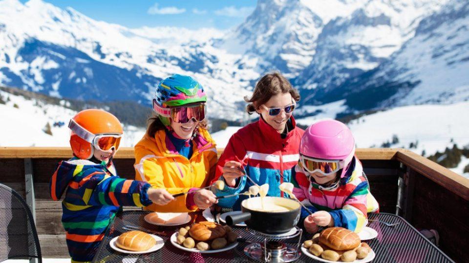 Pranzo in montagna a base di fonduta