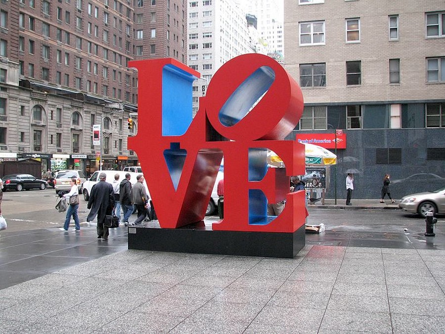 LOVE sculpture a New York - via Wikipedia - Hu Totya - Public Domain