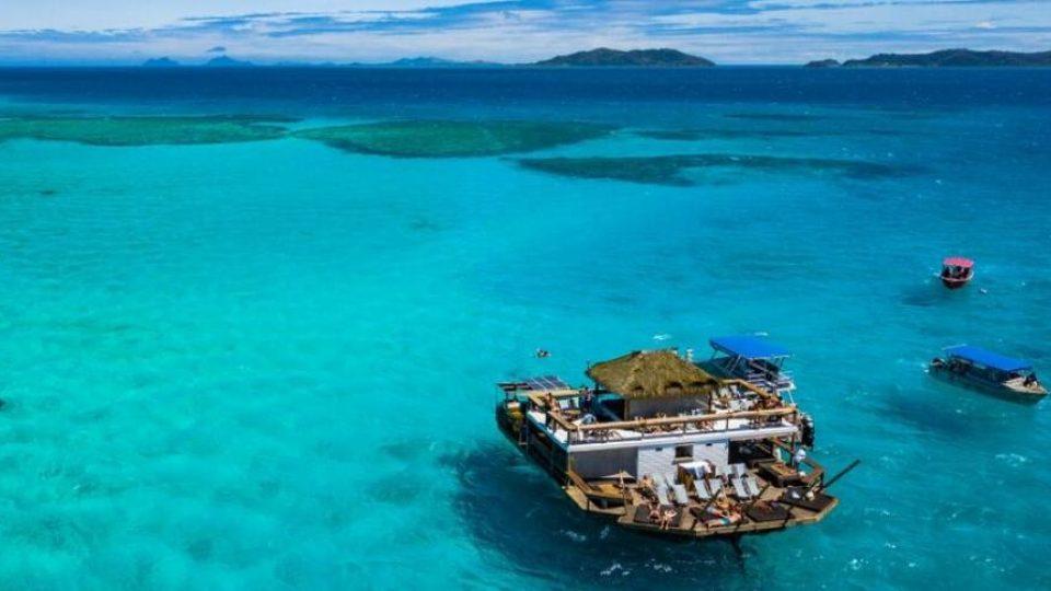 Famoso bar galleggiante tra le isole Fiji