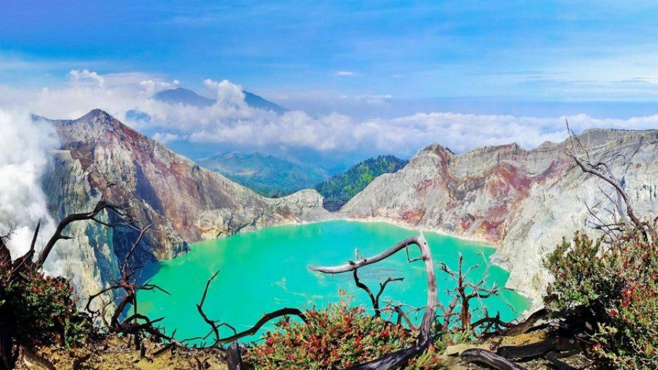 Lago nel cratere del vulcano Ijen – Java, Indonesia