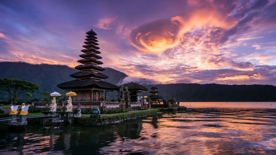 Rilassante tramonto indonesiano