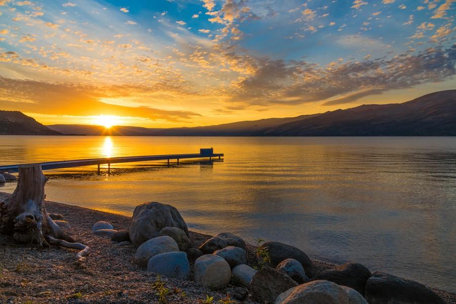 Lago Okanagan al tramonto