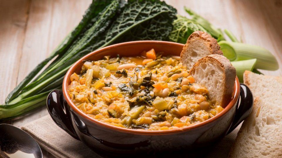 Ribollita, piatto tipico toscano