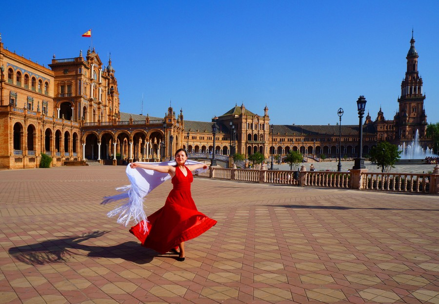 Danzatrice di flamenco in Plaza de Espana a Siviglia