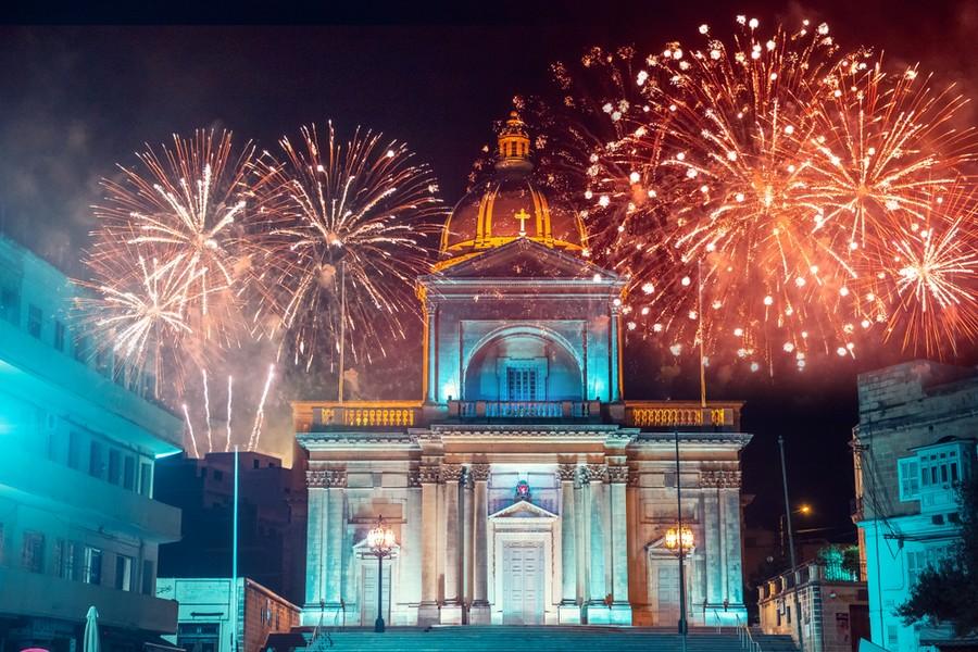 Fuochi d'artificio in centro a La Valletta