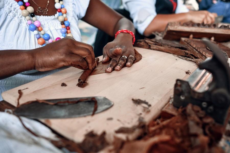 Laboratorio artigianale di sigari cubani