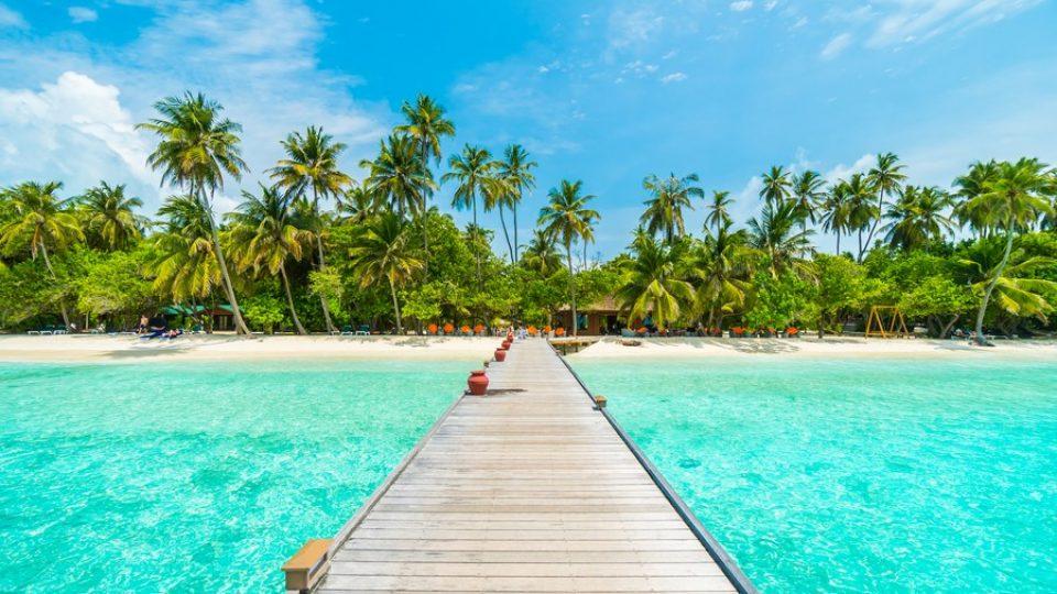 Maldive: un pontile sul mare incantevole