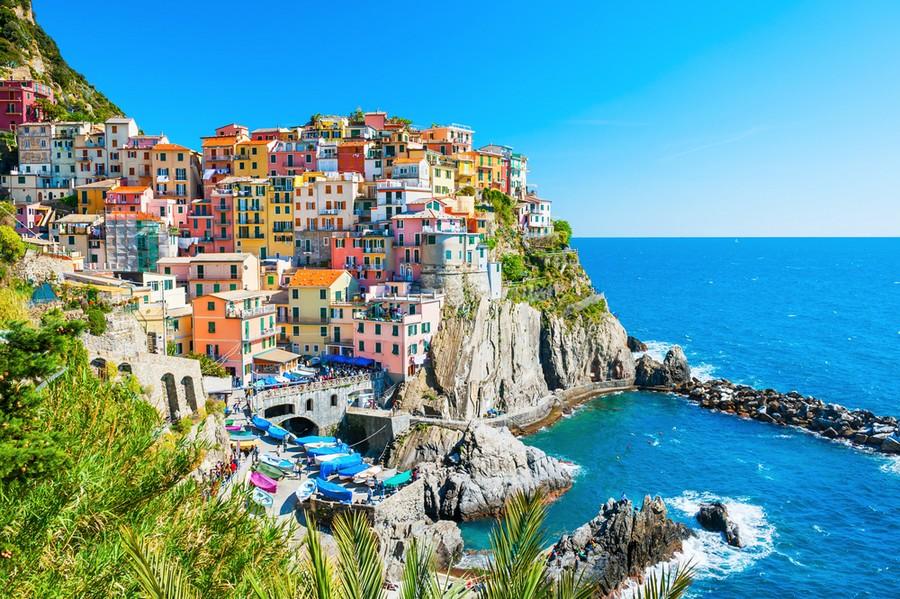 La cittadina di Manarola, Cinque Terre (Liguria)