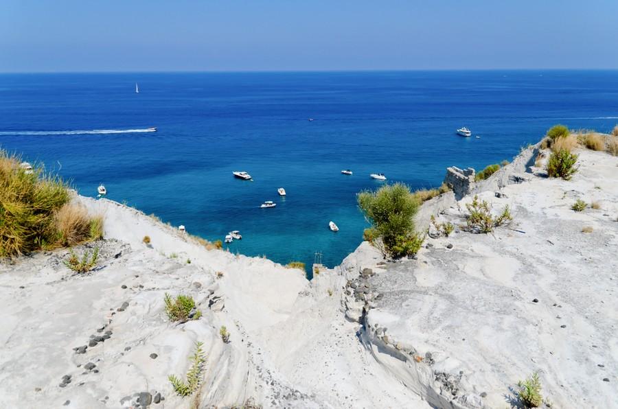 Spiaggia Bianca a Lipari vista dall'alto