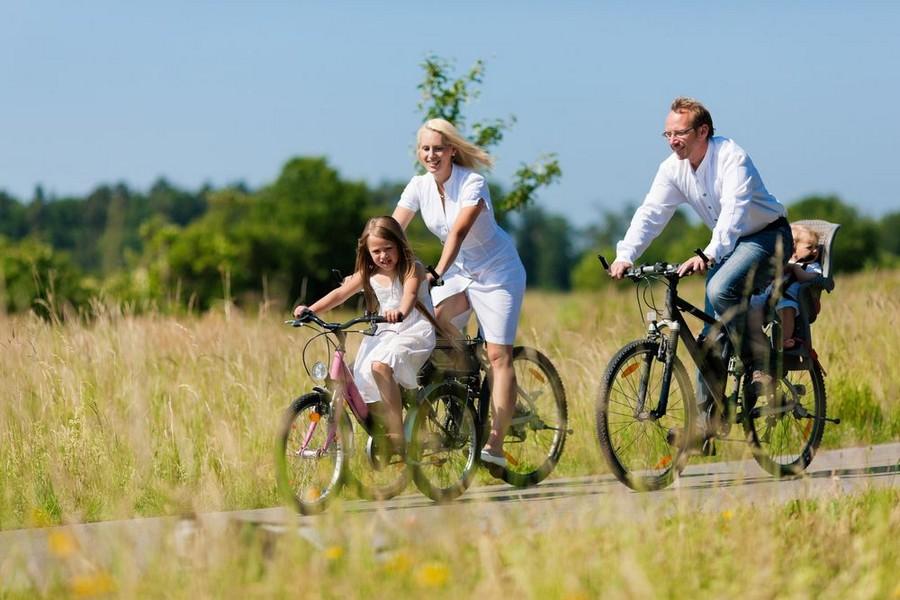 Viaggio in bici in famiglia, seggiolino compreso