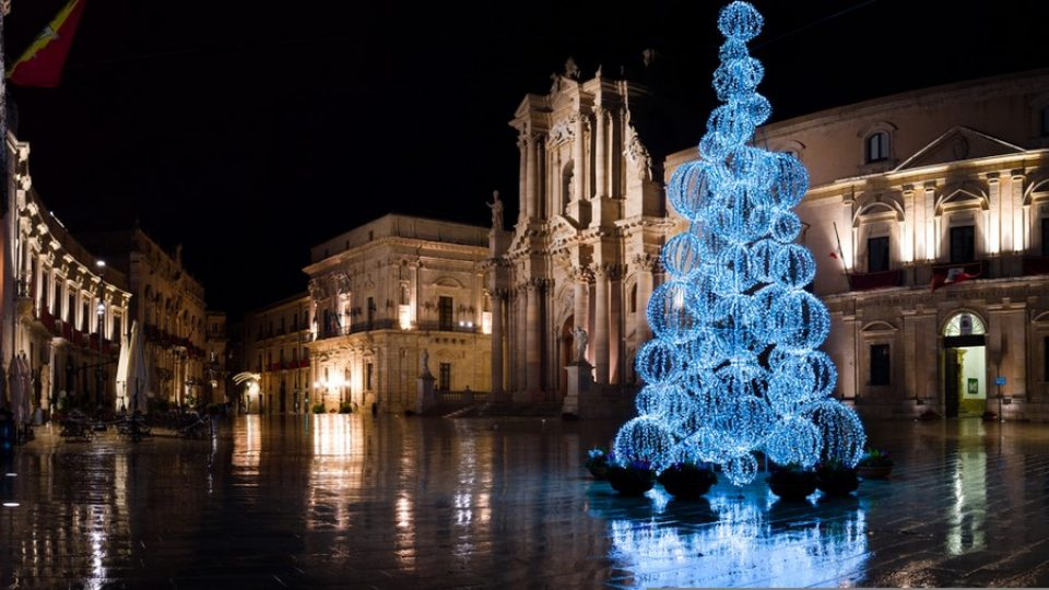 Christmas,In,Syracuse,,Italy.,Christmas,Tree,In,Piazza,Del,Duomo