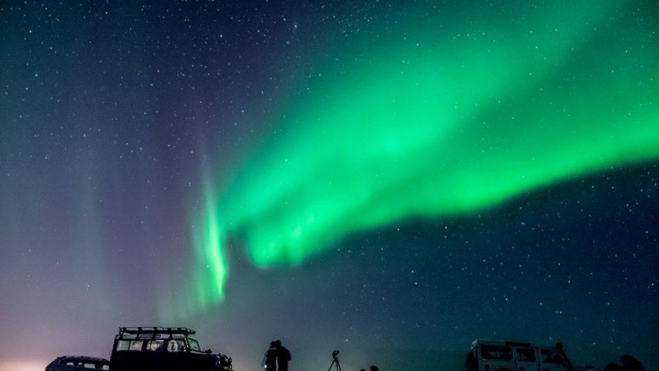 Aurora-Boreale-vicino-Reykjavik-Islanda
